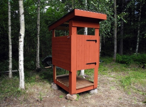 дачная кабинка для душа из дерева
