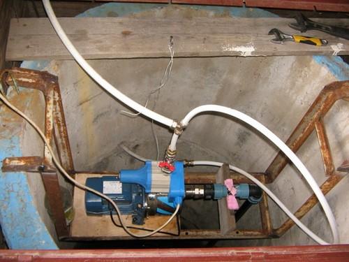 установка насосной станции в колодце