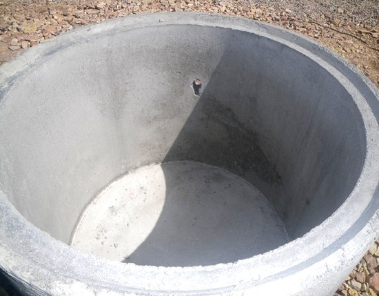 бетонное кольцо с дном
