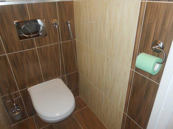 встроенный настенный душ для унитаза