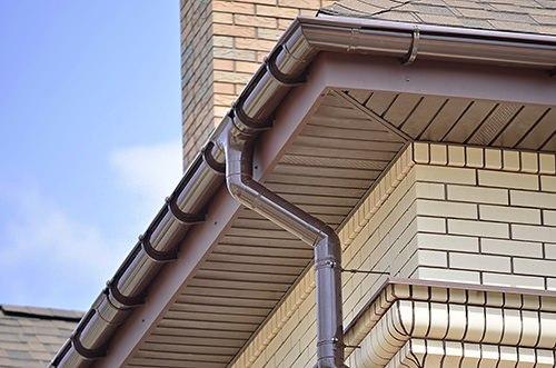 Отлив для крыши из пластиковых труб
