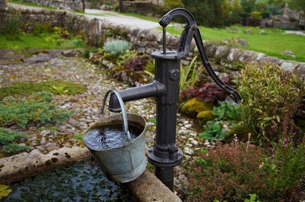 Ручной механический насос для воды на дачу