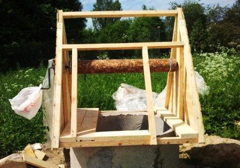 как самому сделать домик для колодца